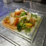 東京オイスターバー - 最初に注文した「サーモンのカルパッチョ」は、具だくさんなカルパッチョで