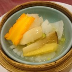 中国料理 白楽天 - 伊勢海老(外国産)と花切りイカの塩味炒め       龍井茶の香り♪
