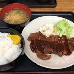 丸吉 - とんかつ定食¥600