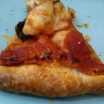 温かいパンと飲み物 デトゥール - タコとオリーブのピザパイ