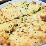 インドレストラン ナンハウス - プレミアムチーズナンのアップ