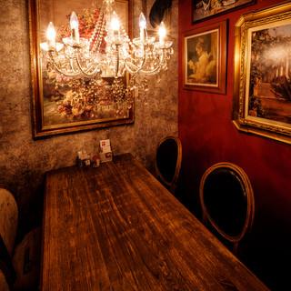 【扉付き完全個室】シャンデリアのあるオシャレな個室