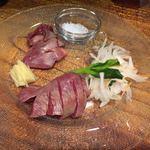 蕎麦ダイニング麻布 - 新鮮!鶏ればーの炙り刺し