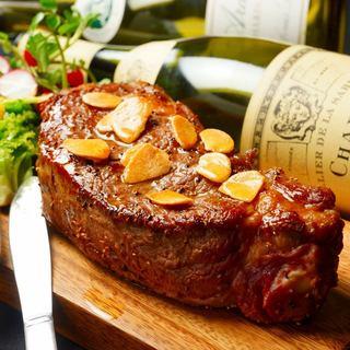 ブランド肉料理が充実!肉厚ジューシーなポンド肉にがぶりつく!