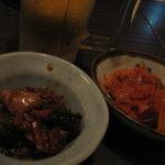 良ちゃんの串焼き本舗 - お通しとキムチ