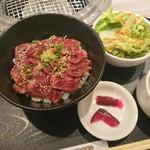 焼肉秀門 - 宮崎牛炙り丼