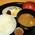 貴与次郎 - お釜で炊きたてのごはんと鯛とおかかのふりかけ(小鉢)