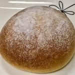 79869513 - 「平飼い卵使用のクリームパン」(200円)