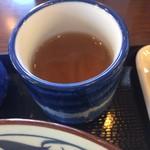丸亀製麺 - 湯呑みで出汁をゴクゴク