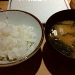 天ぷらまきの - ご飯とお味噌汁です♪お味噌汁はとてもいい味でした。