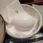 カフェラヴォワ - [料理] 濃厚うまか卵 (殻を割る前)