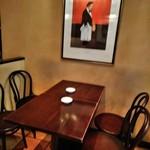 カフェラヴォワ - [内観] 店内 テーブル席 (喫煙席)