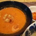 Keitto Ruokala - トマトソースに香味野菜がザクザク、具沢山のオマール海老のビスク