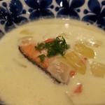 Keitto Ruokala - フィンランドのレシピそのまま、サラサラ軽い口当たりのサーモンミルクスープ、「ロヒケイット」