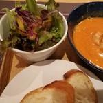 Keitto Ruokala - ひんやりサラダには香り良いドレッシング、パンは系列店Keittoさんの物