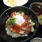 79874751 - 【ランチ】 海鮮丼 \880