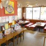 大阪ふくちぁんラーメン - 8人掛け掘りごたつタイプのテーブルでゆったり!