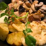GOOD EAT TABLE & STANDARD BAR - 鶏もも肉のロースト きのこのフリカッセ風 クリームソース