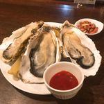 サンボア - 三陸の牡蠣。これだけで「夜の部」がしのげてしまうビックサイズ。