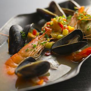 新鮮な海の幸、季節のお野菜を使った創作料理も◎