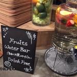 ラモ フルータス カフェ - 彩綺麗で華やかな水