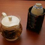 豐韻 - 茶葉に細工を施した工芸茶はお湯を注ぐと花の様に開いていきます。