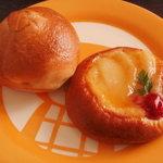 ル マヌー - りんごのベーグルと洋ナシのカスタードパン