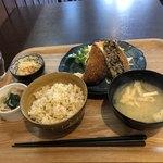 79903635 - はぎちくポークひじき入り熱々メンチカツ                       700円 +定食300円 ご飯は、玄米にしました。