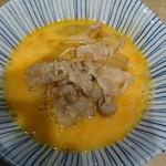 角常食堂 - 通常、卵は鍋に入って提供されます しかし、やはり肉鍋はこのスタイルがベスト