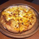 79904114 - 4種チーズのピザ