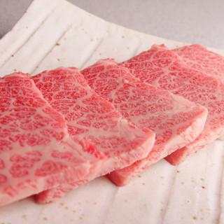 良質な肉の盛り合わせは人気メニューを集めた一皿◎