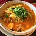 越後秘蔵麺 無尽蔵  - 料理写真:浅蜊と野菜のトマトらーめん(900円)
