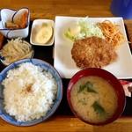伴兵衛 - 料理写真:わらじメンチカツランチ…500円