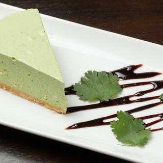 《新感覚》緑色のチーズケーキ?!【パクチーズケーキ】