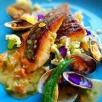 euro dining claret - 真鯛を中心にアサリや野菜が綺麗に飾られ、生ウニのバターソースがかけられています