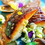 79908533 - 真鯛のポワレ  生ウニのバターソース   真鯛、アップ  美味しそうです