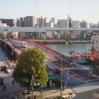 吾妻橋のライトアップと船を眺めるお席