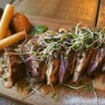 NZ産牧草牛サガリのグリルと燻製野菜 チポトレソース