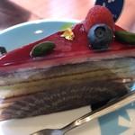 79915666 - 木苺とピスターチのケーキ