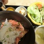 仙台牛一頭買い焼肉 明月苑 上杉店 - 仙台牛ローストビーフ丼ランチ