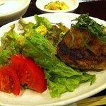 ひき焼き - 牛肉ハンバーグ定食(1,000円)