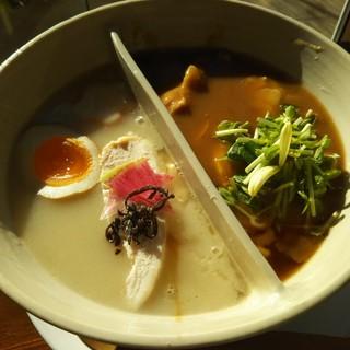 鶏白湯麺飯 暖家