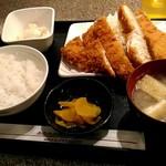 串鳥 - 580円ビックチキンカツ定食。