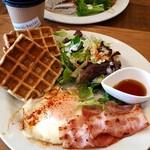Cafe&Bar 隣町パーラー - 料理写真:伊吹そば粉のワッフルモーニング(680円)