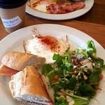Cafe&Bar 隣町パーラー - バケットサンドイッチモーニング(680円)