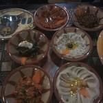 アラビアレストラン ゼノビア - ホンモス、茄子のペースト、オリーブ、ほか前菜
