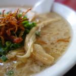 日和田製麺所 - ベースは豚骨+節+仕上げは鶏油かな