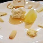 79930104 - 各種チーズの盛り合わせ