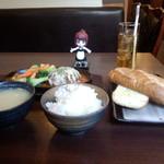 肉バル Salute ジャポン - チーズグリルハンバーグ(1000円)