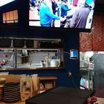 LBK CRAFT - カウンター席からキッチンを見る